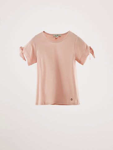 CONTRASTING T-SHIRT WITH BOWS