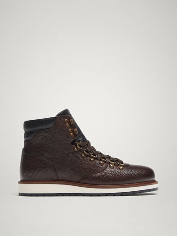 BROWN LEATHER BOOTS WITH HOOKS
