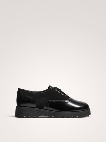 BLACK LEATHER SHOES WITH BROGUING