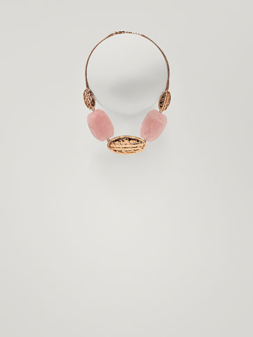 NECKLACE WITH QUARTZ AND EMBOSSED PIECES