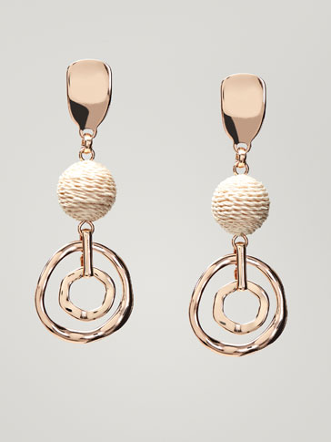 DOUBLE HOOP EARRINGS WITH RAFFIA DETAIL