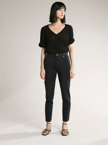 RELAXED FIT BLACK JEANS