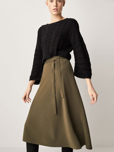 PLAIN SKIRT WITH BOW DETAIL