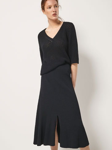 RIBBED SKIRT WITH FRONT SLIT DETAIL
