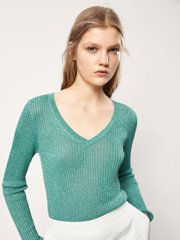 SWEATER I RIBSTRIK MED GLIMMER