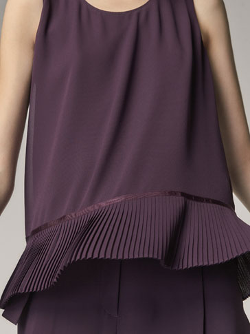 TOP WITH PLEATED DETAIL