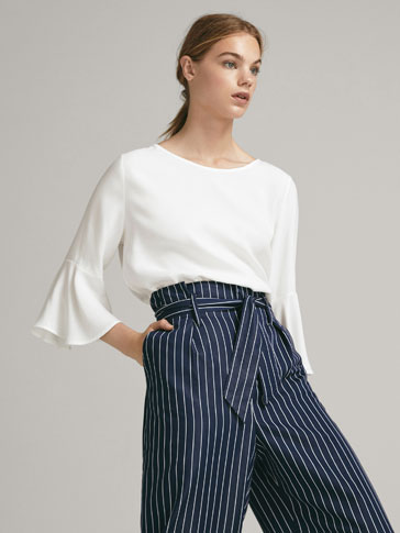 CONTRASTING T-SHIRT WITH RUFFLED CUFFS