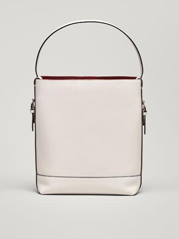 حقيبة جلدية بتفاصيل متباينة