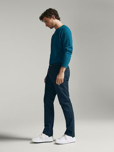 CASUAL-FIT CHINOS MED RUTESTRUKTUR