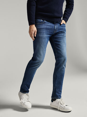 CASUAL FIT STONE WASH JEANS