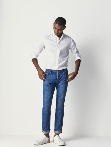 CASUAL FIT STONE WASH JEANS WITH SELVEDGE DETAIL