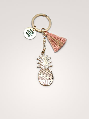 PINEAPPLE AND TASSEL KEY RING