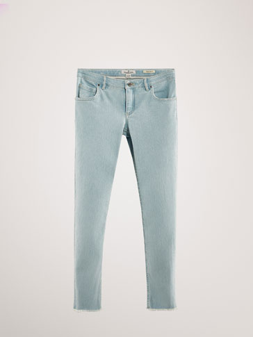 REGULAR FIT JEANS WITH FRAYED EDGE DETAIL