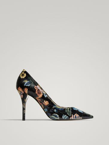 حذاء رسمي جلدي بورود منقوشة