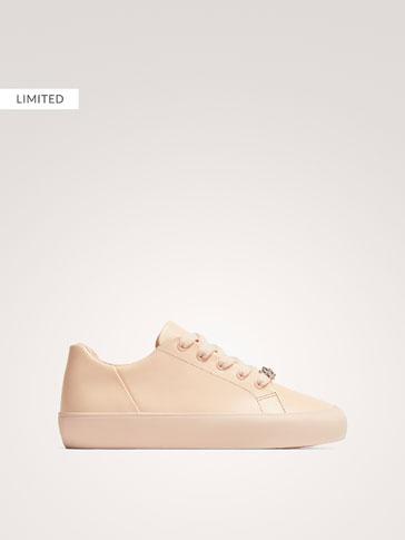 حذاء رياضي جلد بزينة الجوهرة