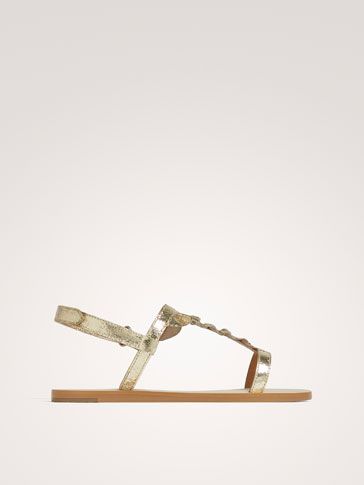 LEDERSANDALEN MIT VOLANTS UND METALLIC-FINISH