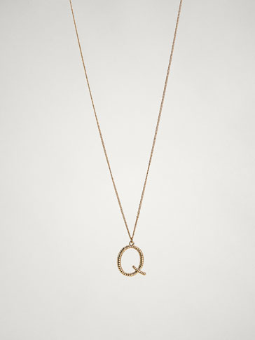 ONLINE EXCLUSIVE LETTER Q NECKLACE