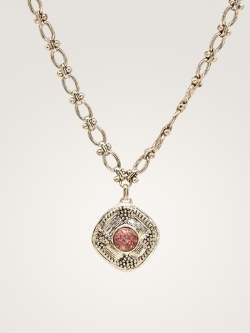 DIAMOND-SHAPED PENDANT NECKLACE
