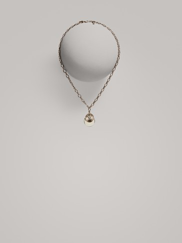 CHAIN NECKLACE WITH ROUND PENDANT