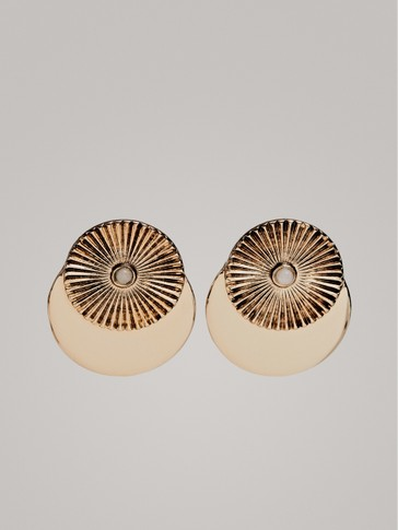 BUTTON-SHAPED EARRINGS