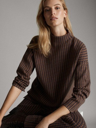 TOTAL LOOK HOUNDSTOOTH CAPE SWEATER