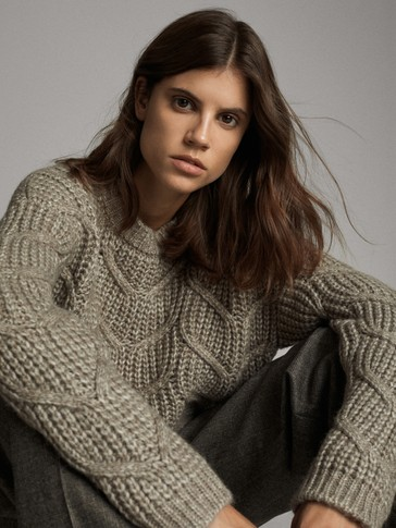 PURL KNIT SWEATER WITH CABLE KNIT DETAIL