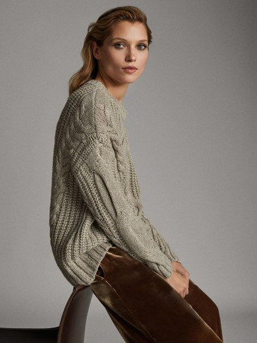 CREW NECK SHIMMER CABLE KNIT SWEATER