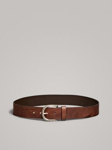 حزام جلدي بتفصيل مشبك