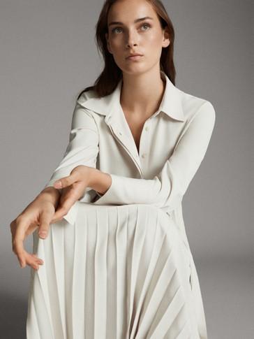 فستان طراز قميصي مع تنورة بتفصيل الكسرات