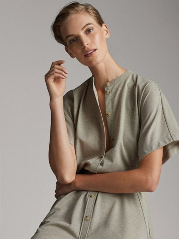 STAND-UP COLLAR DRESS WITH TIE BELT