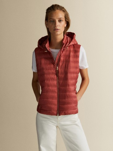 QUILTED GILET WITH DETACHABLE HOOD