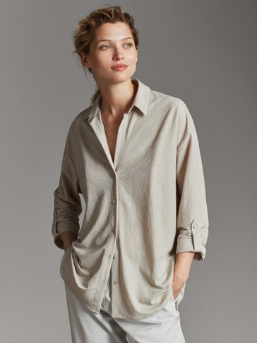 LOOSE-FITTING SHIRT WITH ROLL-UP SLEEVES
