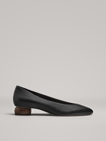 BLACK COURT SHOES WITH ROUND HEELS