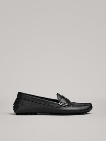 حذاء موكاسين أسود