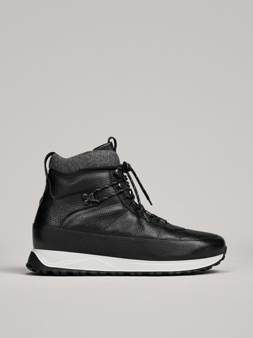 BLACK LEATHER BOOTS WITH HOOKS