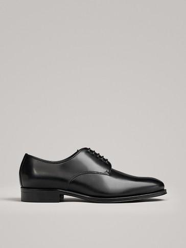 حذاء جلد أسود