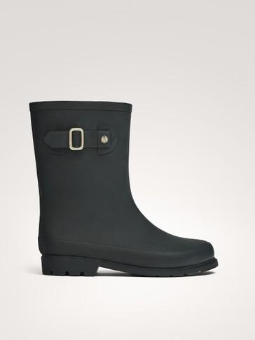 حذاء عالي ضد الماء