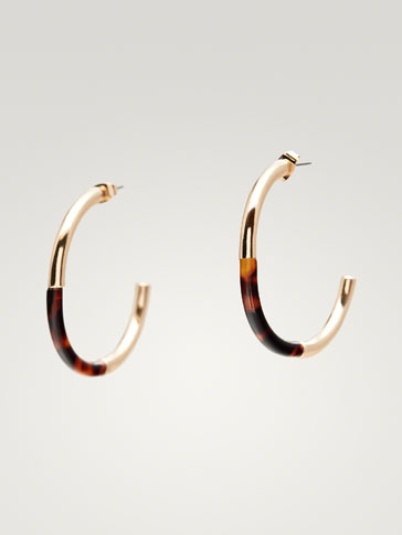 CONTRAST HOOP EARRINGS