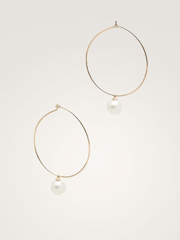 METAL HOOP AND PEARL BEAD EARRINGS