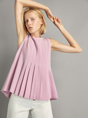 PLEATED TOP WITH BUTTONS