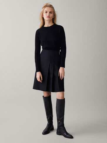 BLACK SKIRT WITH BUCKLES AND PLEATS