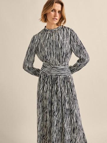 فستان كوبرو مطبوع بصورة حمار وحشي