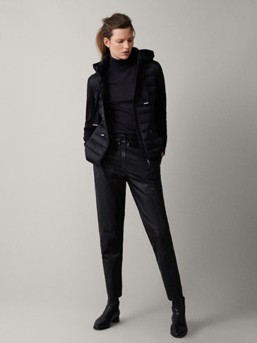 PUFFER JACKET WITH CONTRAST KNIT SLEEVES