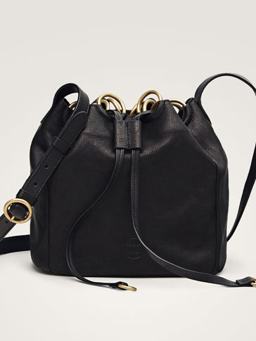 BLACK LEATHER BUCKET BAG WITH RINGS