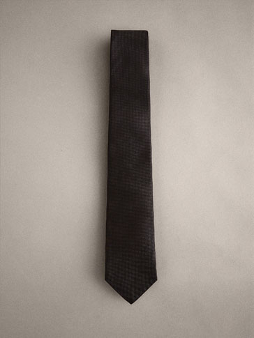 PLAIN SILK TIE WITH A TEXTURED WEAVE