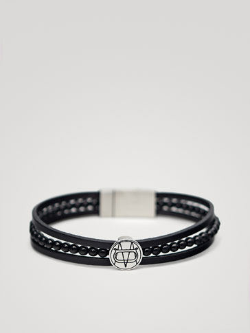 TRIPLE BLACK LEATHER BRACELET WITH ENGRAVED APPLIQUÉ