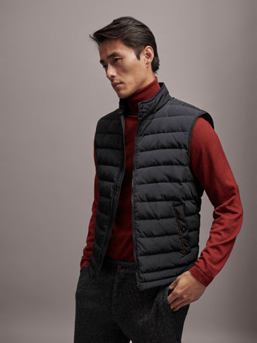 EXTRA LIGHT BLACK DOWN FEATHER GILET