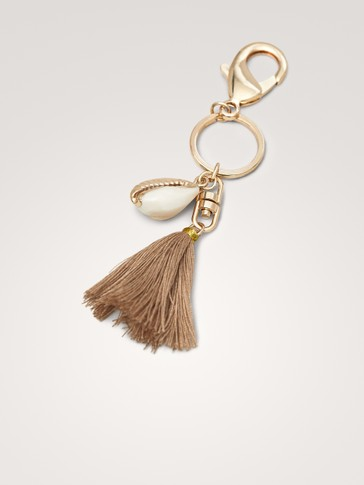 SEASHELL AND TASSEL KEY RING