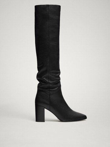 BLACK LEATHER HEELED BOOTS