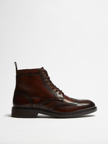 LINED TAN LEATHER ANKLE BOOTS WITH BROGUING